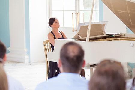 Anastasia Chernyavskaya, profesora de piano
