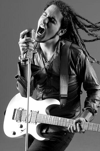 Dann Hoyos, profesor de Guitarra
